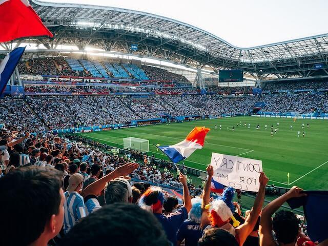 フランスのサッカー試合観戦風景