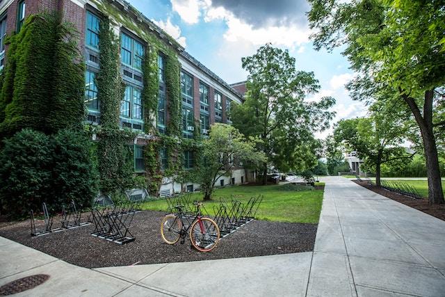 大学の建物イメージ